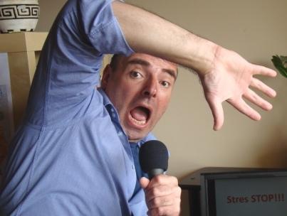 zestresowany i przestraszony prezenter Robert